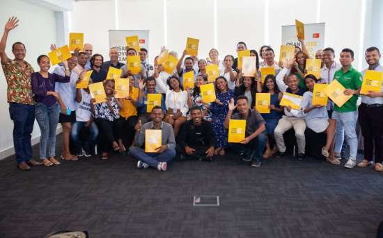 """PFMO """"OSAN POVU NIAN, JERE HO DI'AK"""" entrega certificados do Curso """"Fake News e Desinformação"""" e do Ateliê """"Jornalismo de Dados """"para os jornalistas timorenses"""